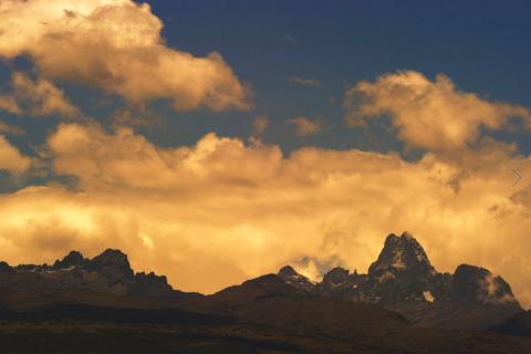 以热带雪峰景色和众多野生动物吸引了大量旅游者